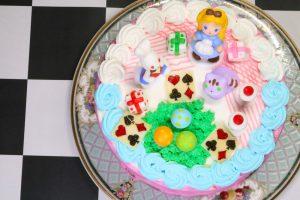 アリスのギフトケーキ上段から撮影